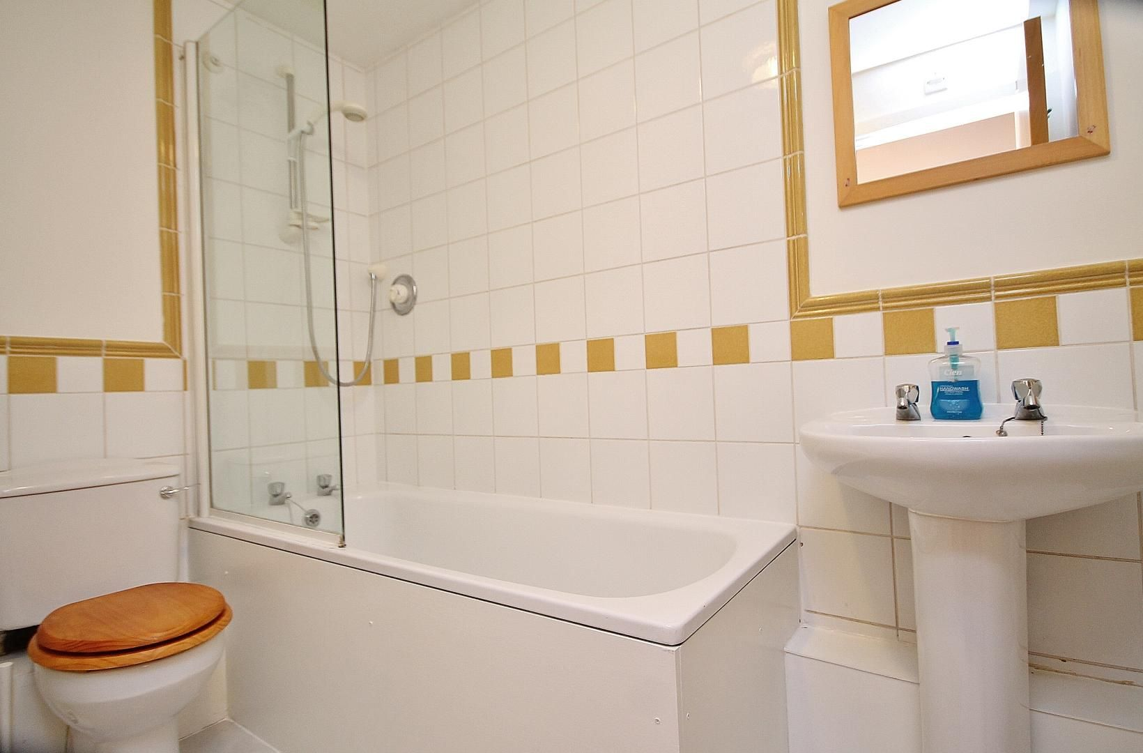 2 bed  to rent in St Davids Square  - Property Image 5
