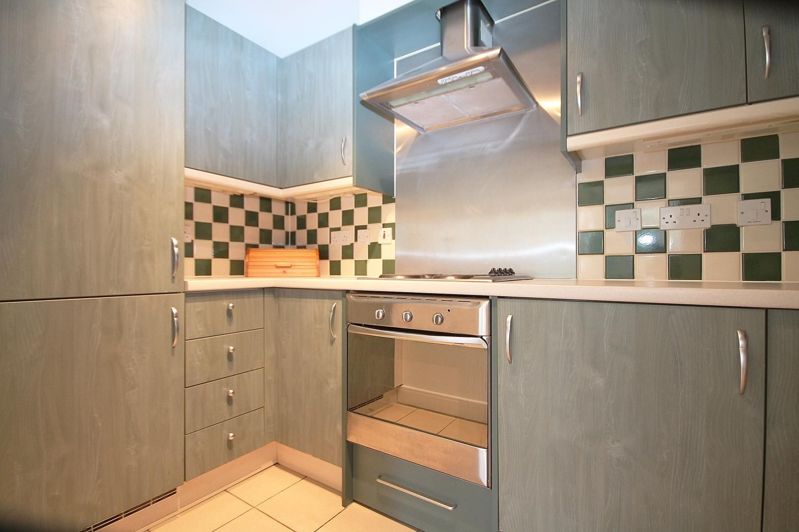 2 bed  to rent in St Davids Square  - Property Image 6