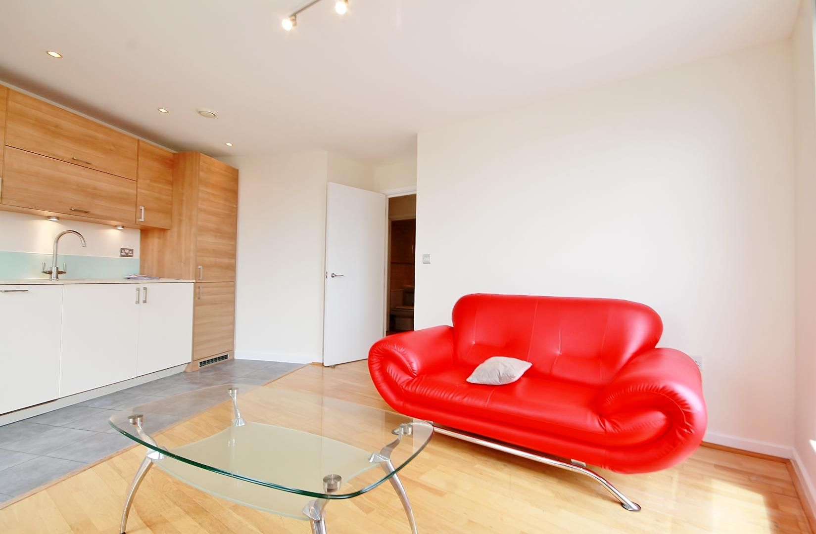 2 bed flat to rent in Mostyn Grove, E3
