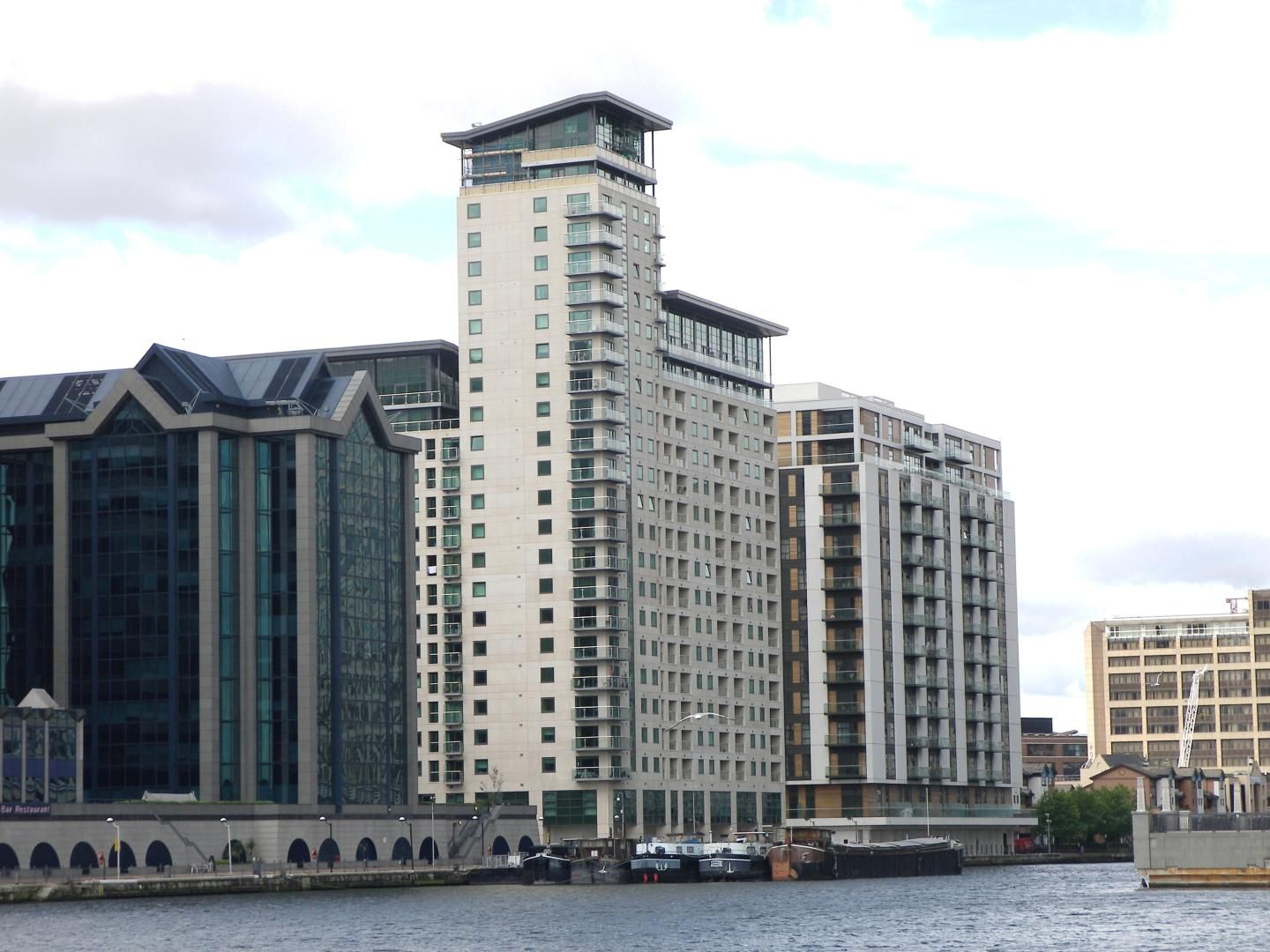 2 bed flat to rent in Discovery Dock Apartments West  - Property Image 1