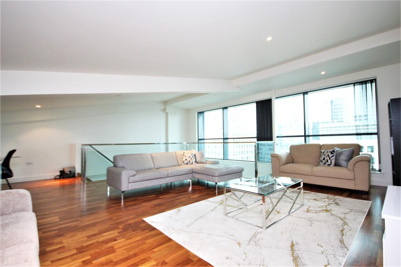 2 bed flat to rent in South Quay Square, E14