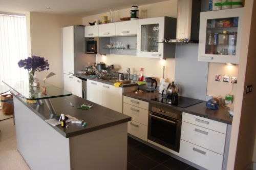 2 bed flat to rent in South Quay Square  - Property Image 3