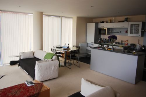 2 bed flat to rent in South Quay Square  - Property Image 4