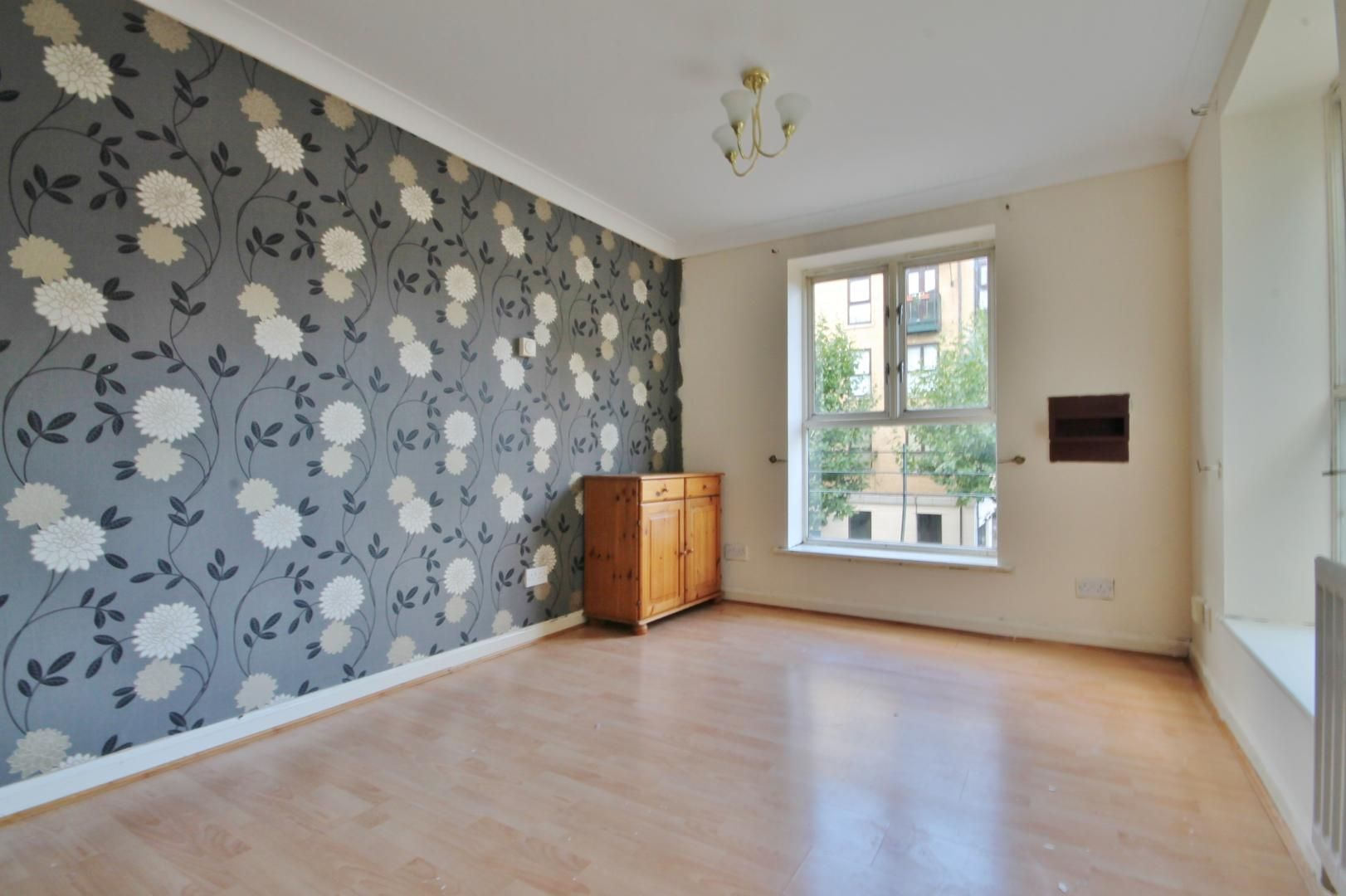 2 bed flat to rent in Parr House  - Property Image 2