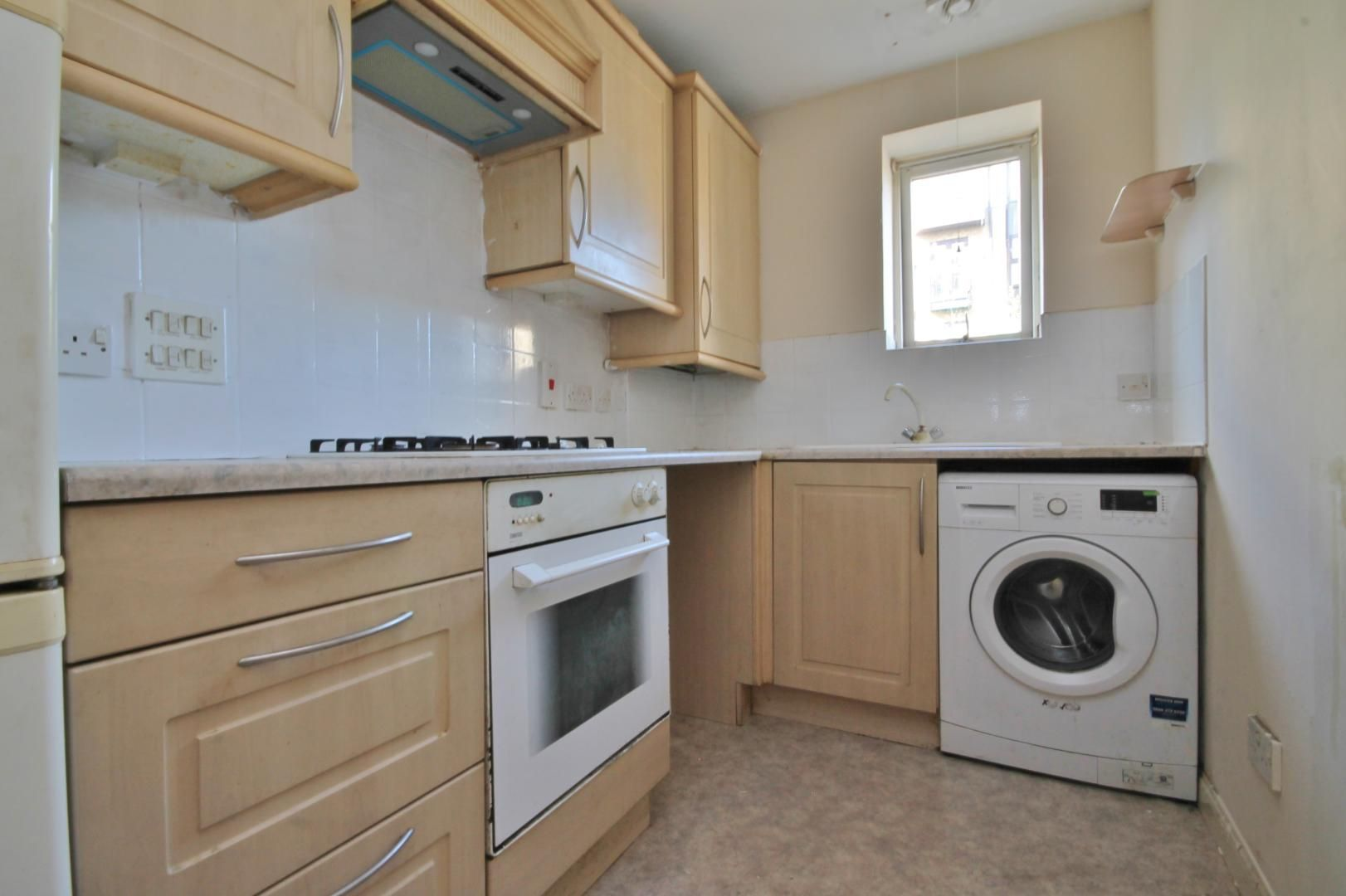 2 bed flat to rent in Parr House  - Property Image 3