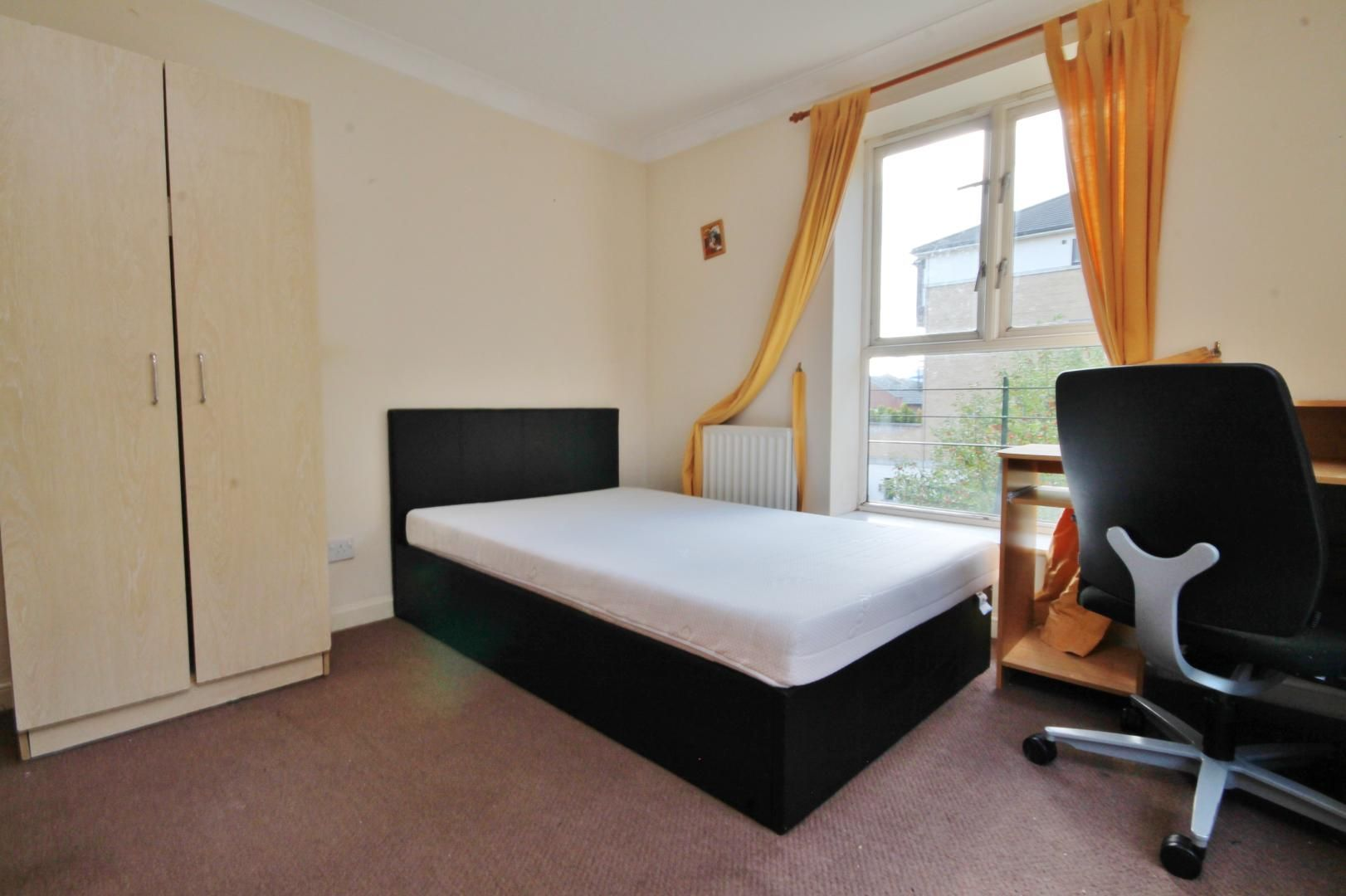 2 bed flat to rent in Parr House  - Property Image 4