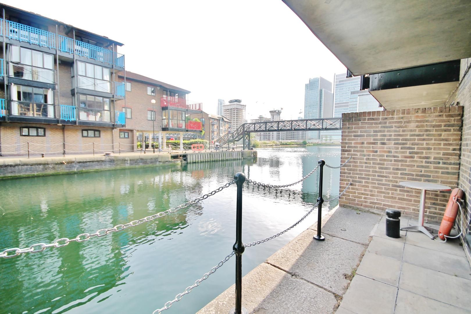 2 bed flat to rent in Bridge House Quay, E14