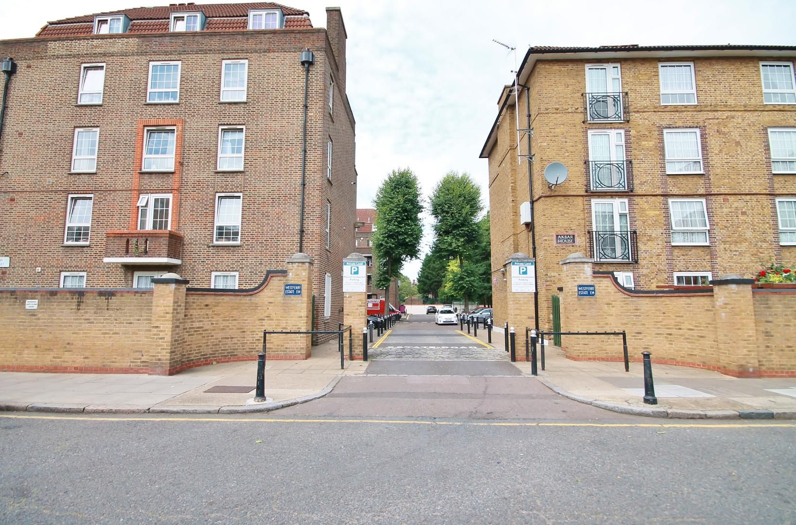3 bed flat for sale in Arethusa House, Cahir Street, E14