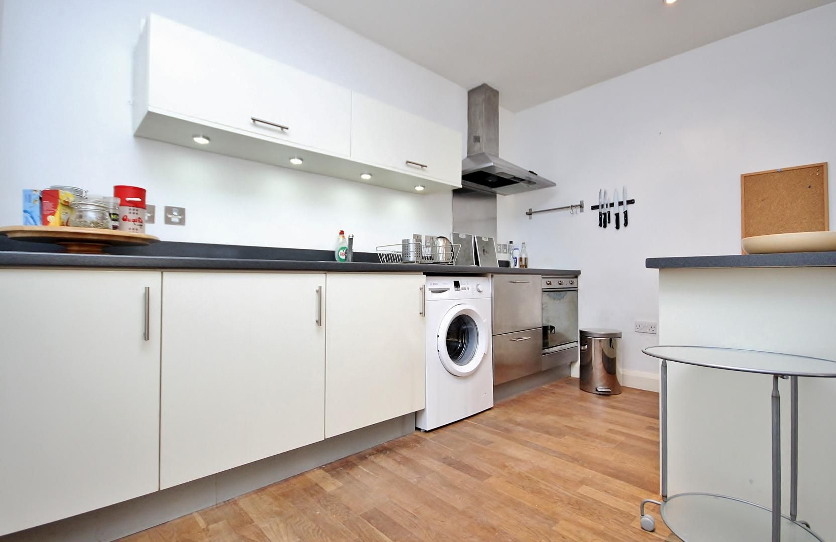 2 bed flat to rent in Island House, E3