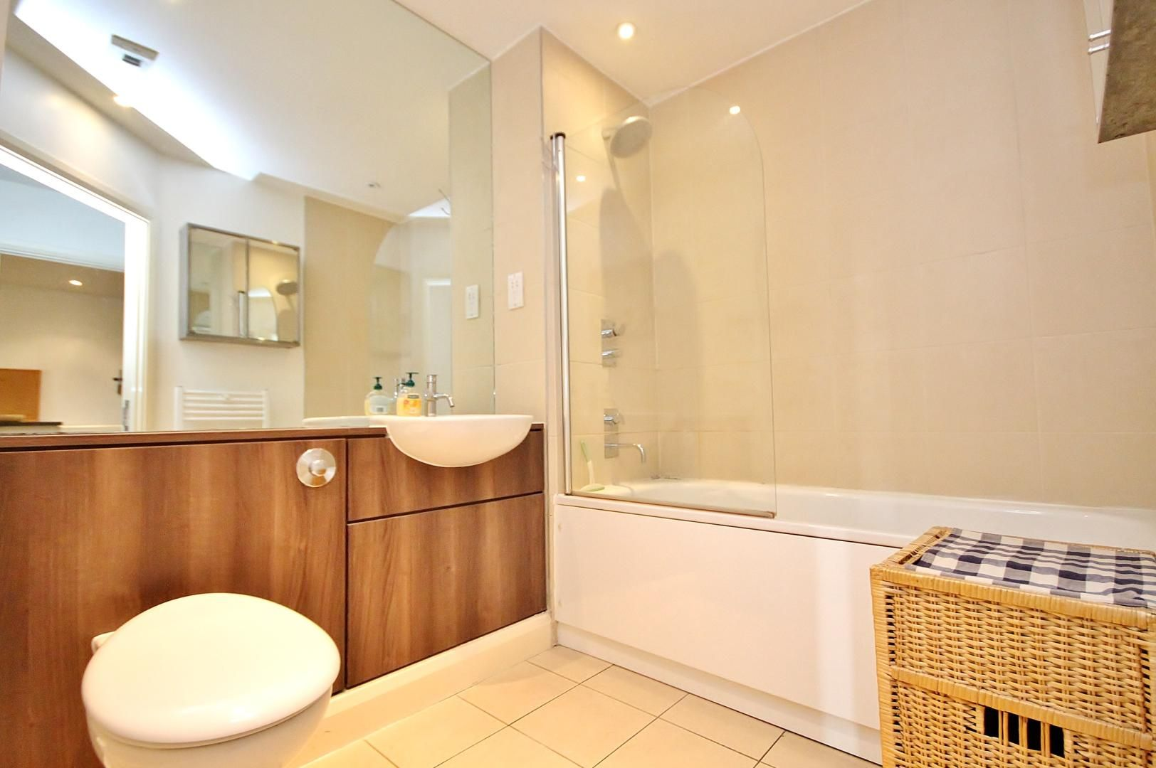 2 bed  to rent in Island House  - Property Image 8