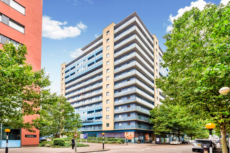 2 bed flat to rent in Western Gateway - Property Image 1