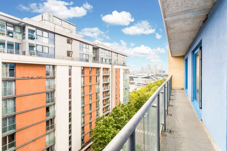 2 bed flat to rent in Western Gateway  - Property Image 2
