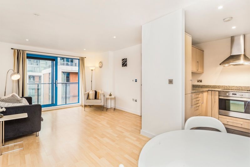 2 bed flat to rent in Western Gateway  - Property Image 3