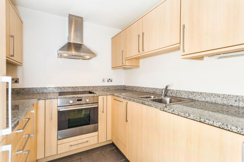 2 bed flat to rent in Western Gateway  - Property Image 4