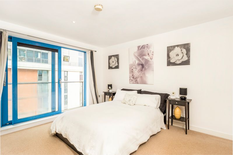 2 bed flat to rent in Western Gateway  - Property Image 5