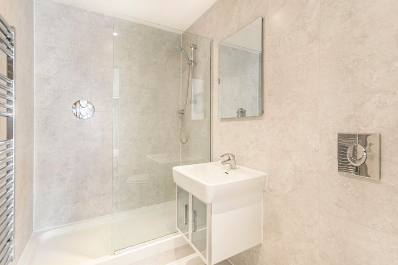 2 bed flat to rent in Western Gateway  - Property Image 7