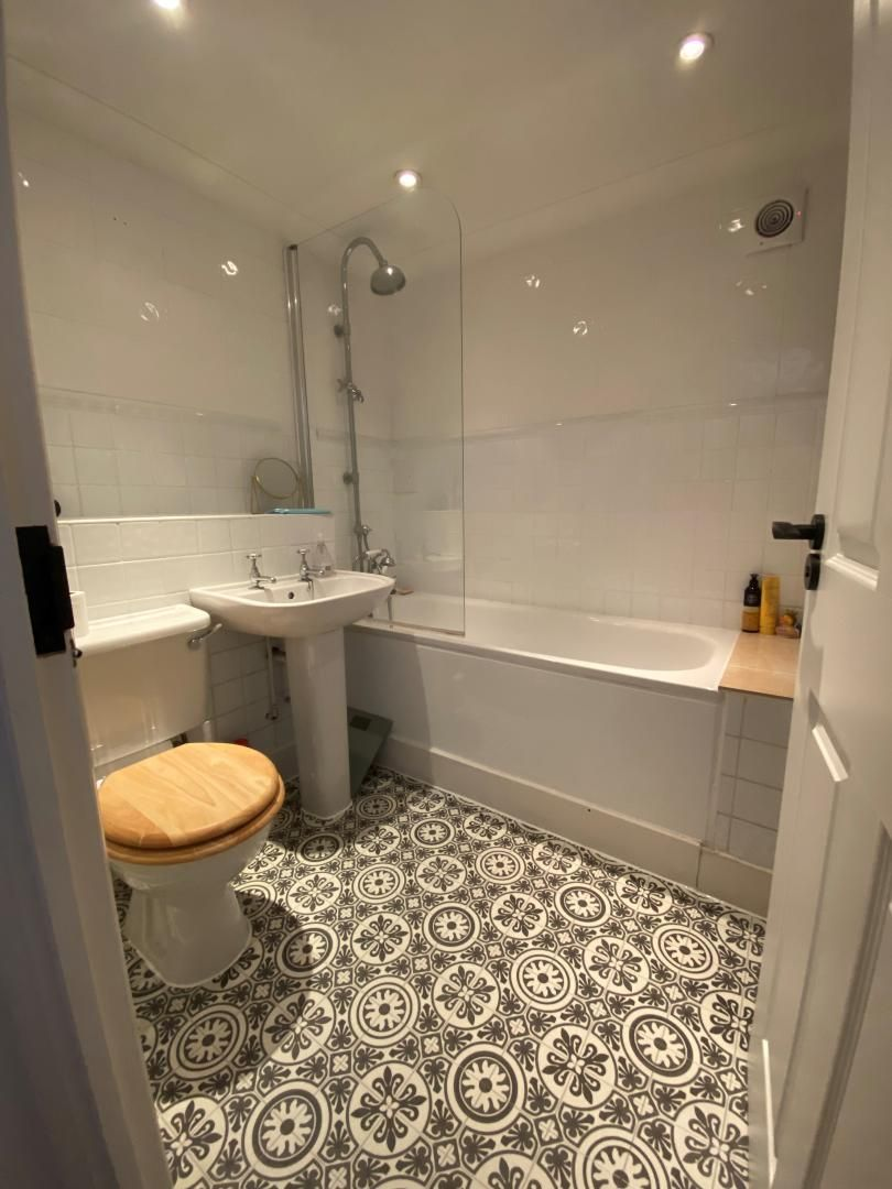 2 bed flat for sale in Plate House  - Property Image 11
