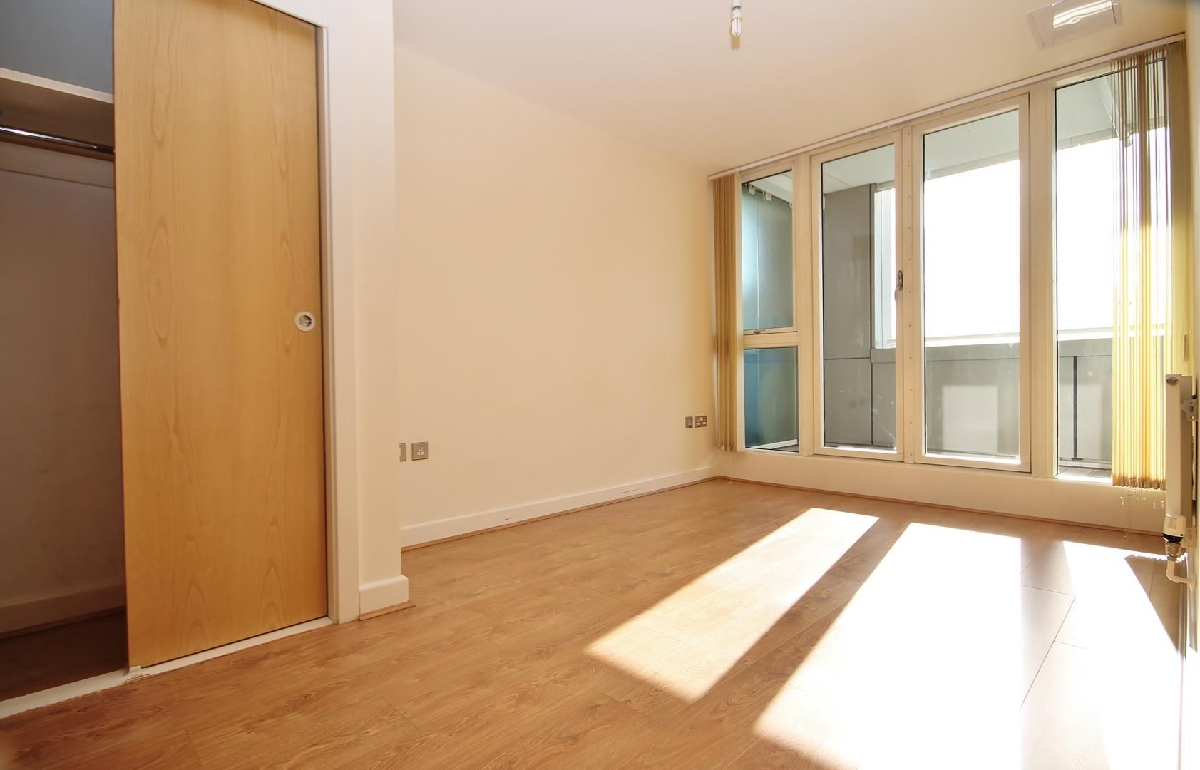 2 bed flat to rent in Rayleigh Road  - Property Image 3
