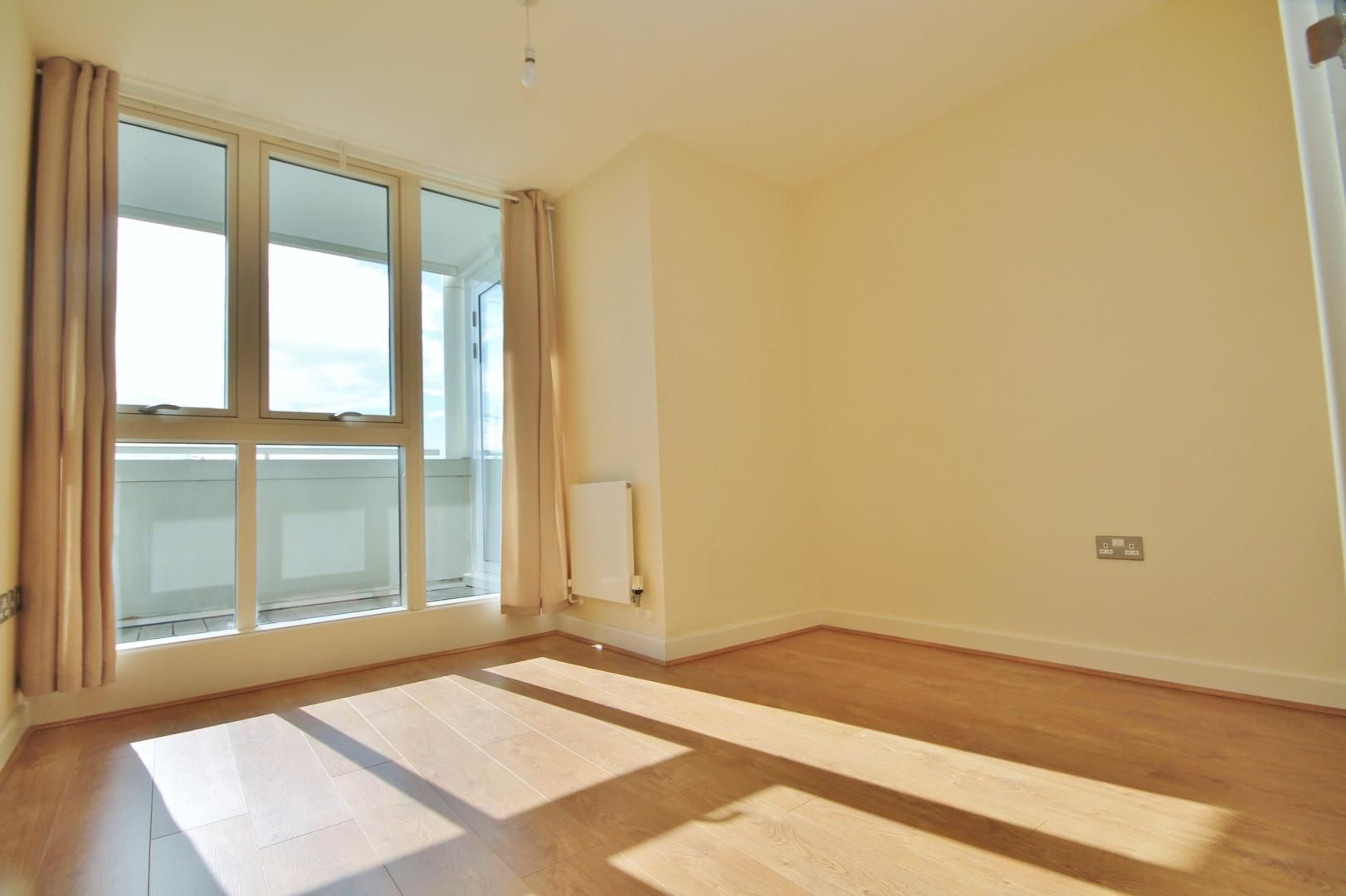 2 bed flat to rent in Rayleigh Road  - Property Image 5