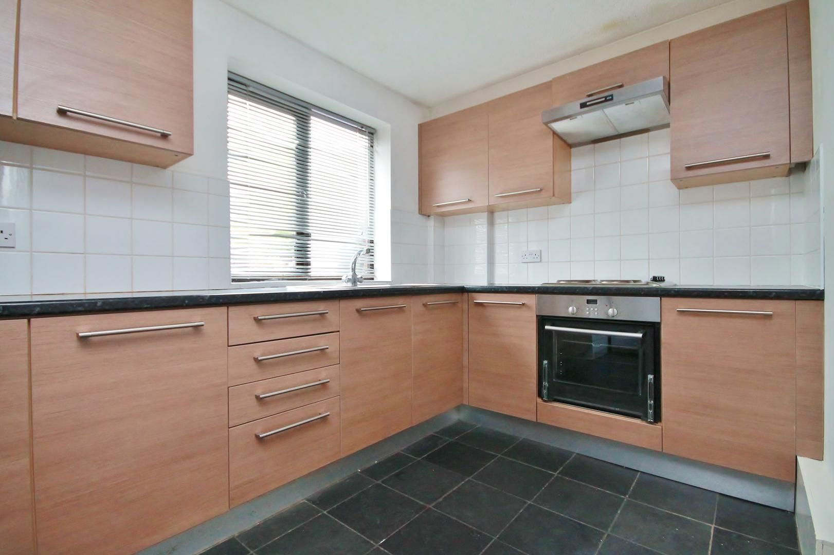4 bed house to rent in Saunders Ness Road  - Property Image 2
