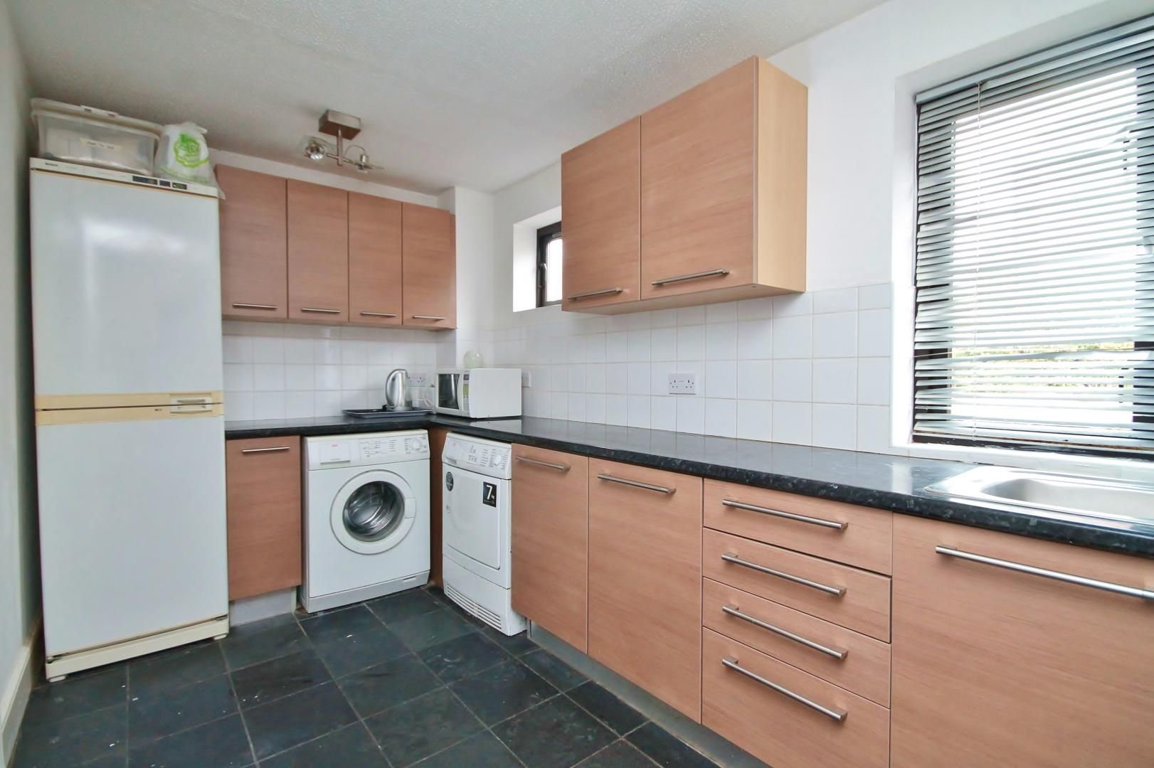 4 bed house to rent in Saunders Ness Road  - Property Image 13