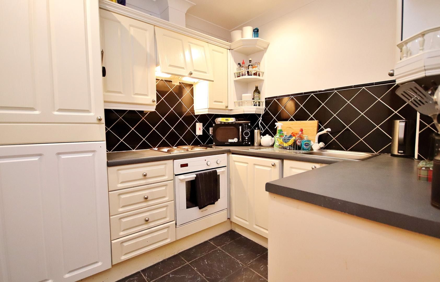 1 bed flat to rent in Brunel House  - Property Image 5