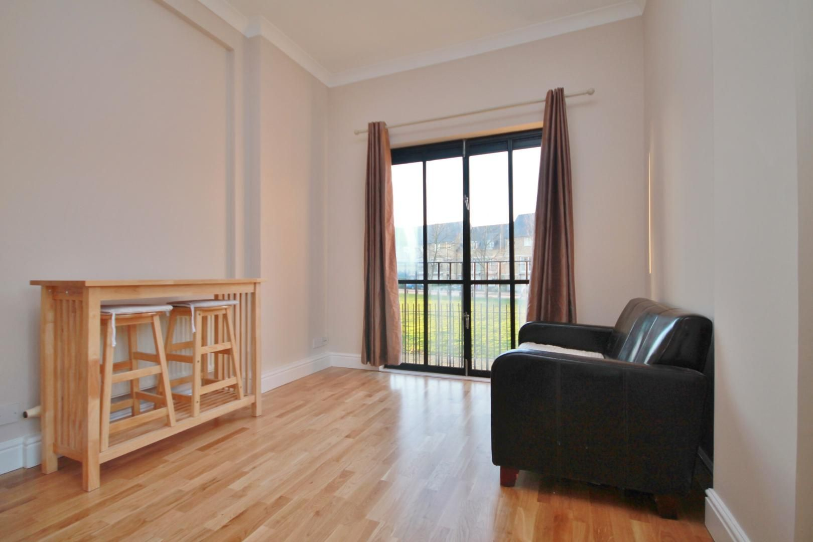 1 bed flat to rent in Slipway House  - Property Image 2