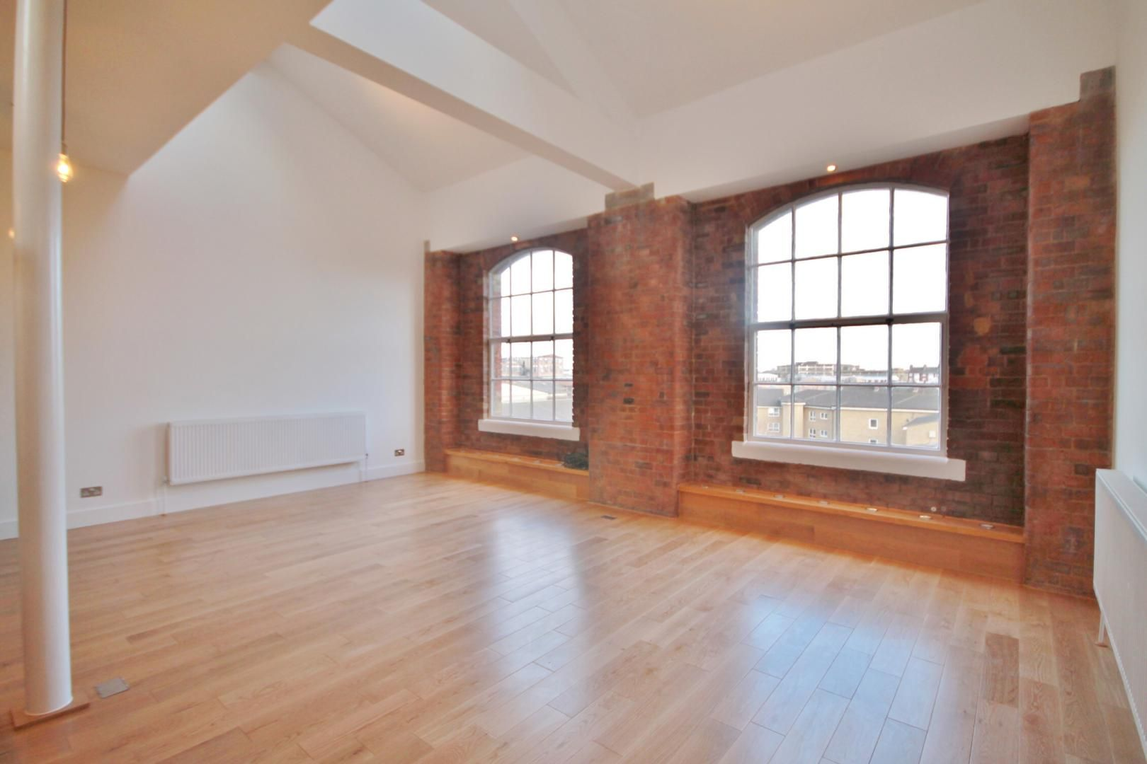 2 bed flat to rent in Morris Road, E14
