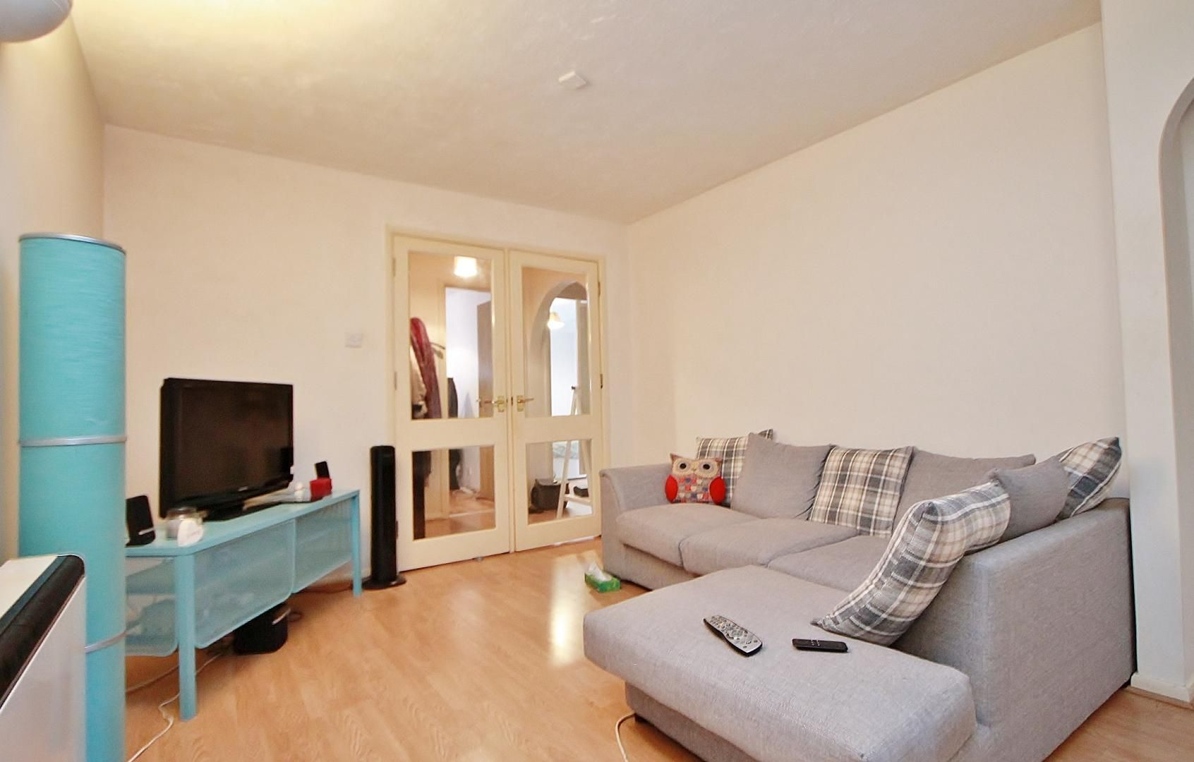 2 bed flat to rent in Tyndale Court, E14