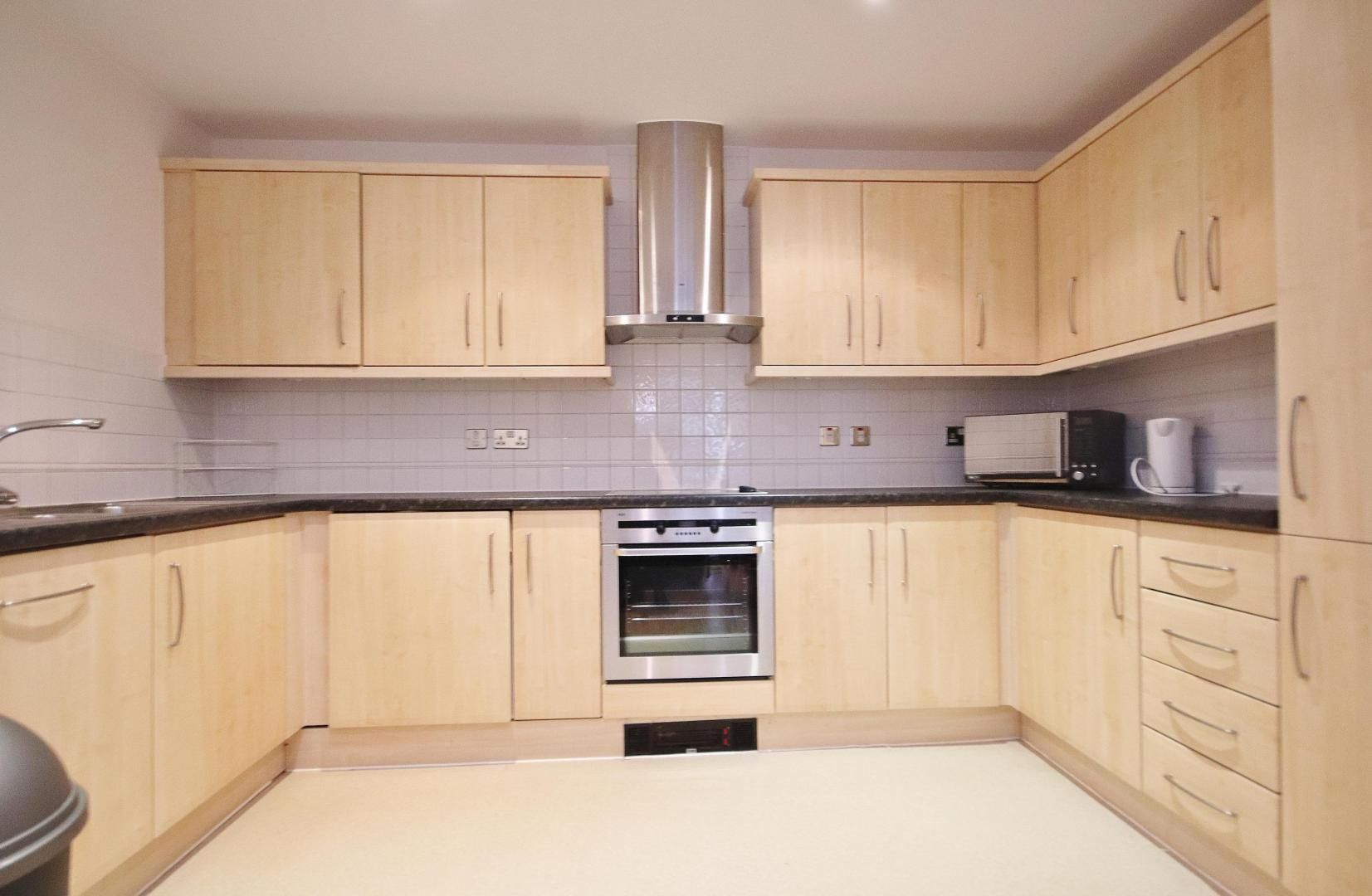 2 bed flat to rent in Boardwalk Place, E14