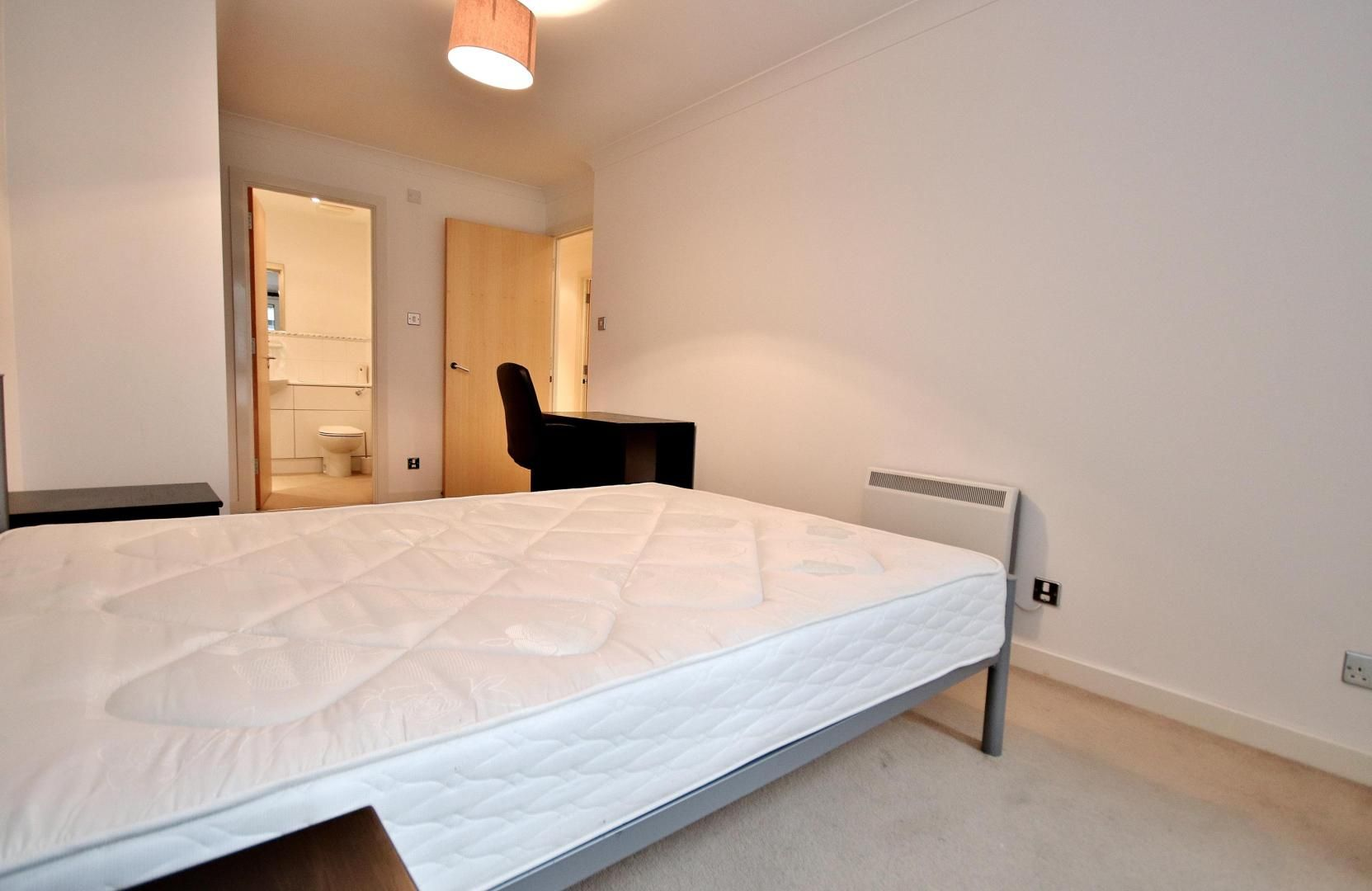 2 bed flat to rent in Boardwalk Place  - Property Image 4