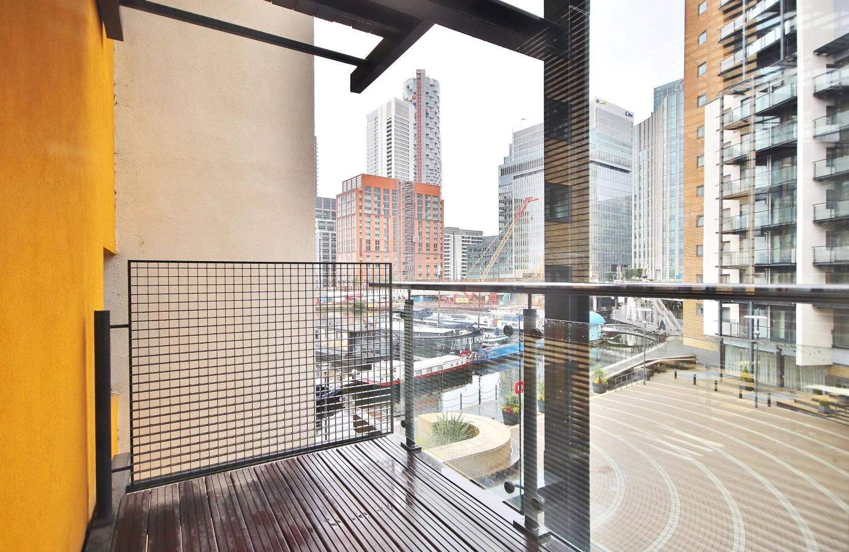 2 bed flat to rent in Boardwalk Place  - Property Image 6