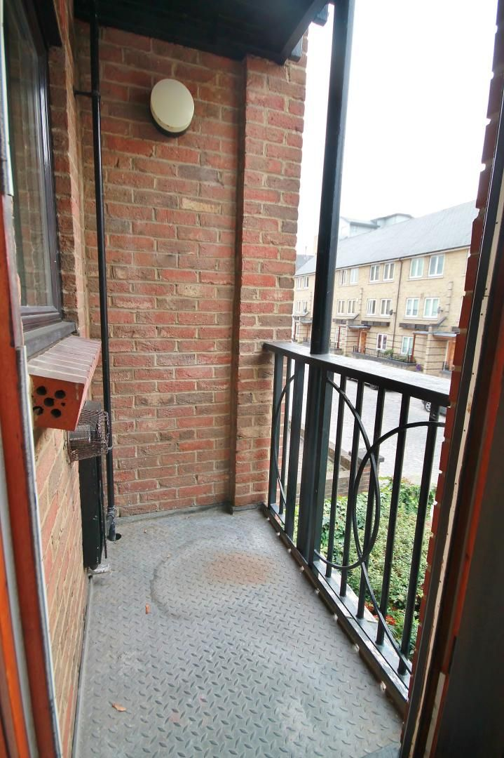1 bed flat for sale in Manchester Road  - Property Image 2
