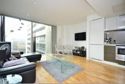 1 bed flat to rent in Marsh Wall, E14