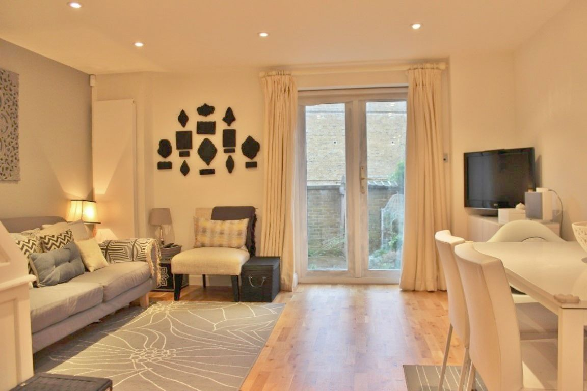 4 bed house to rent in Maconochies Road  - Property Image 2