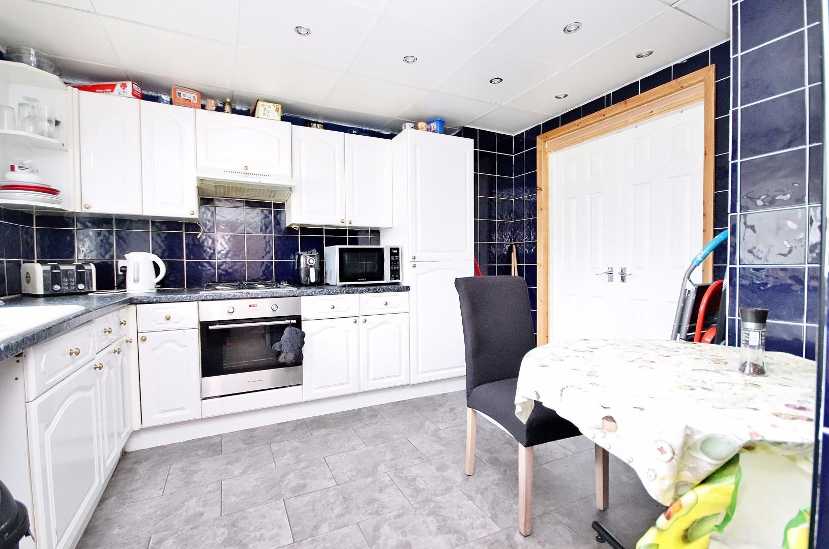 3 bed flat for sale in Stebondale Street  - Property Image 1