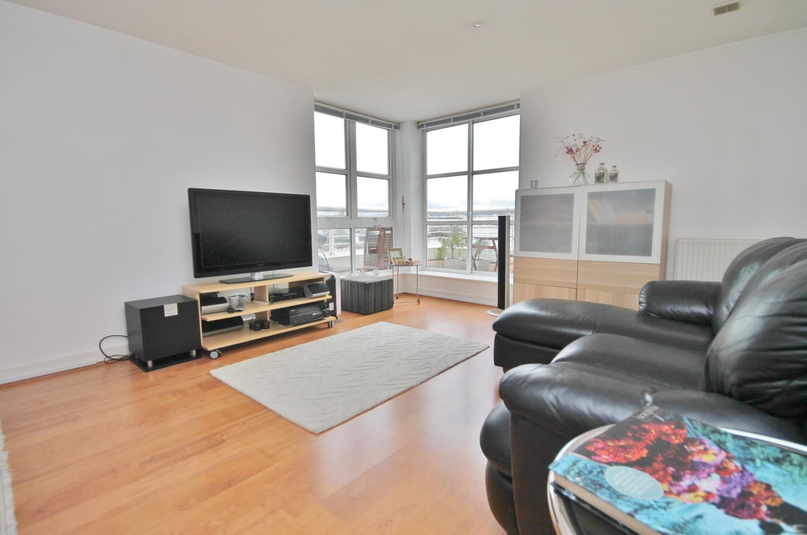 1 bed flat for sale in Barrier Point  - Property Image 3