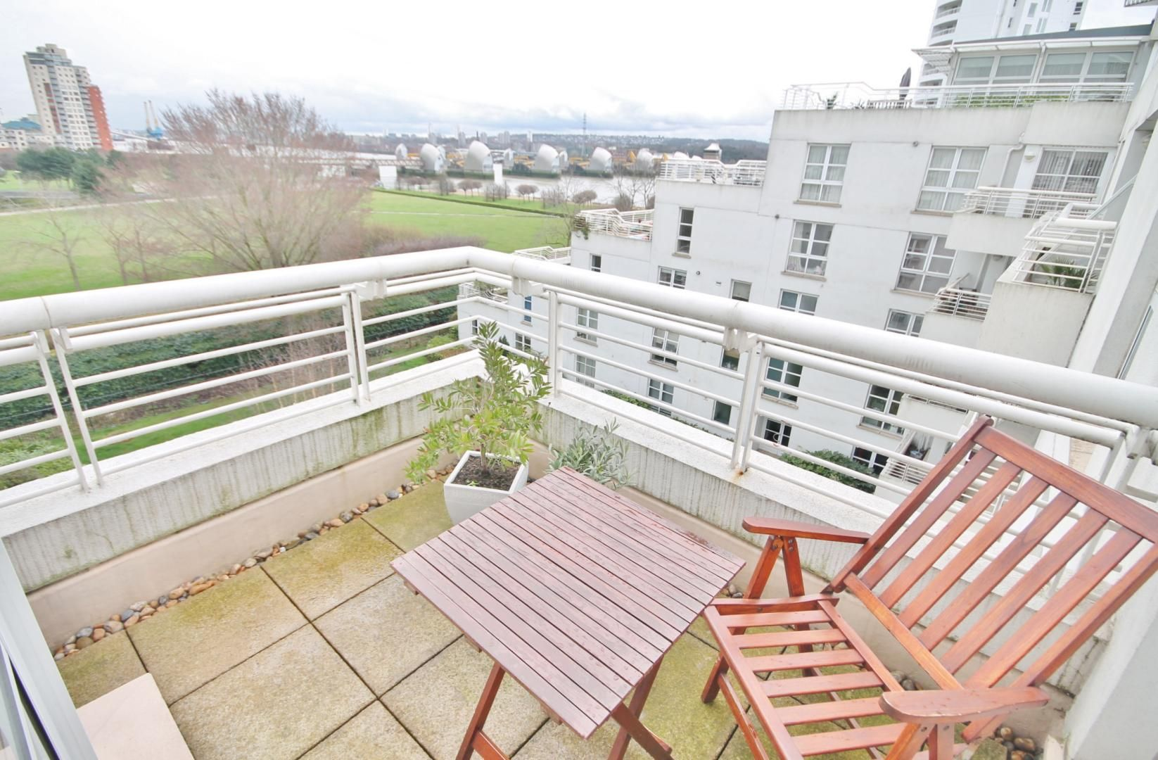 1 bed flat for sale in Barrier Point  - Property Image 4