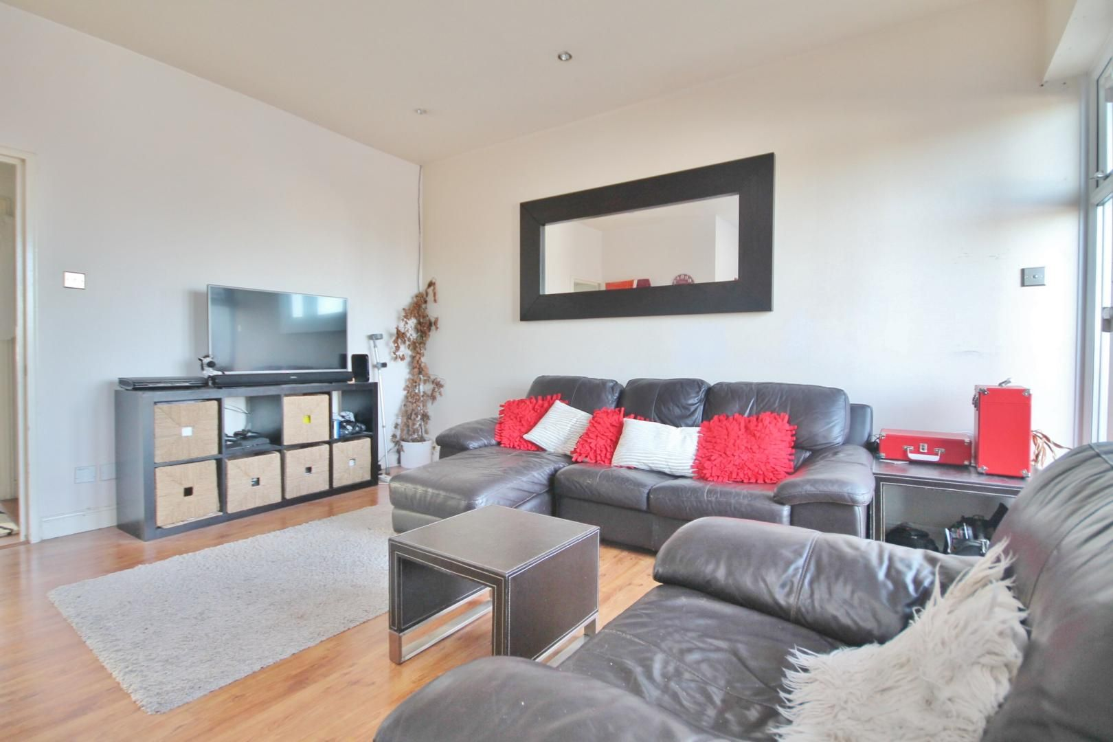 2 bed flat for sale in Felixstowe Court  - Property Image 2