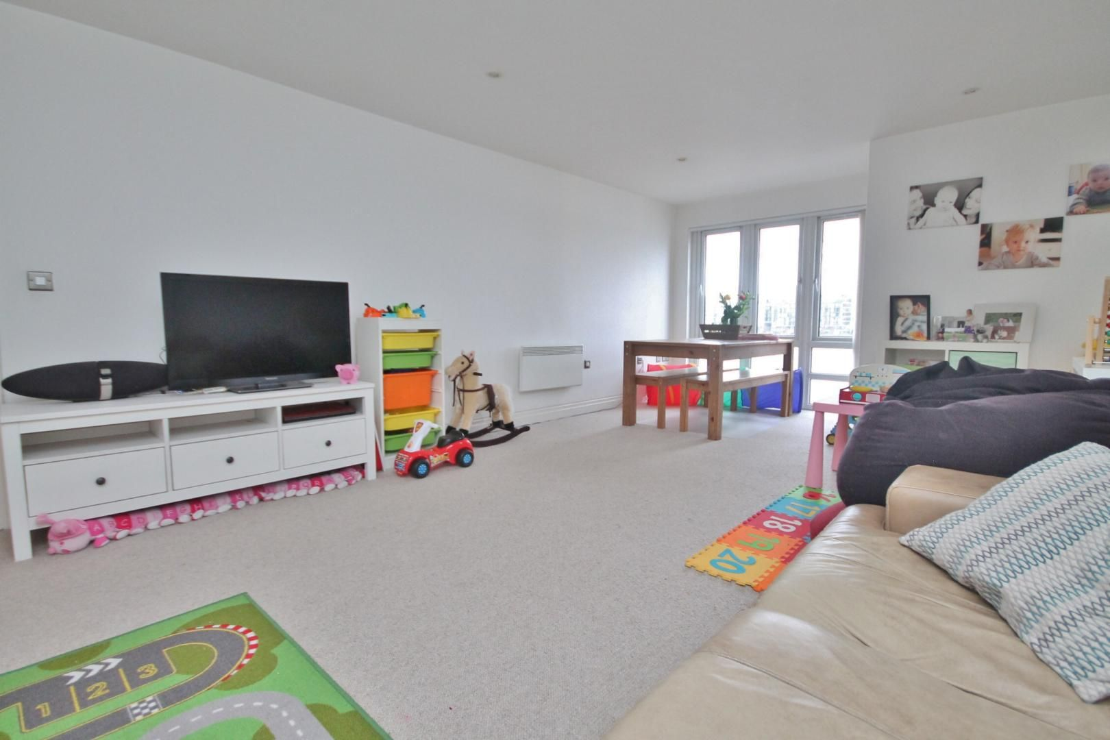 3 bed flat to rent in Kirklands House, E14