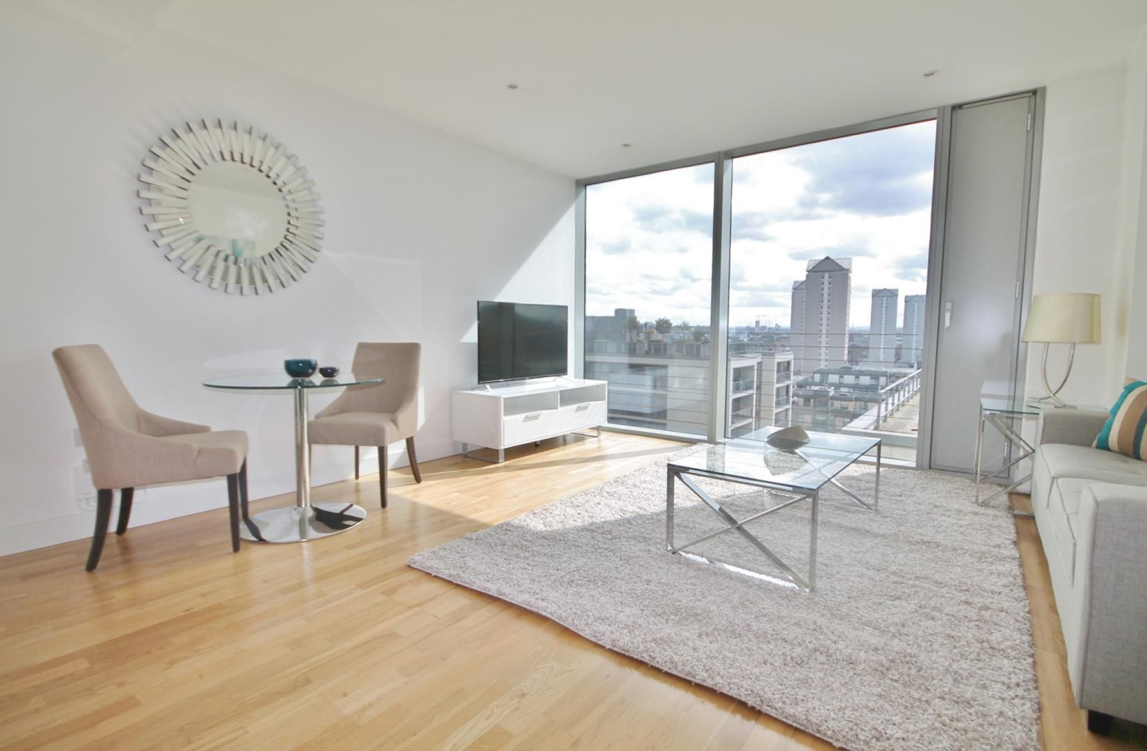 1 bed flat to rent in Marsh Wall - Property Image 1