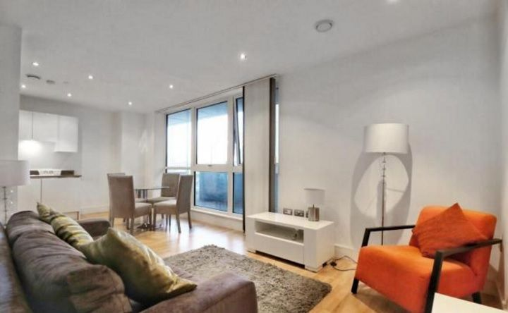 2 bed flat to rent in Admiral Tower  - Property Image 1