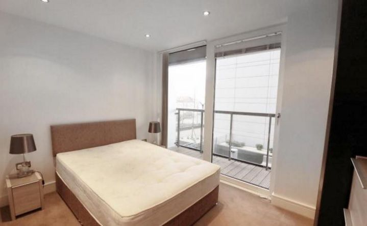 2 bed flat to rent in Admiral Tower  - Property Image 5