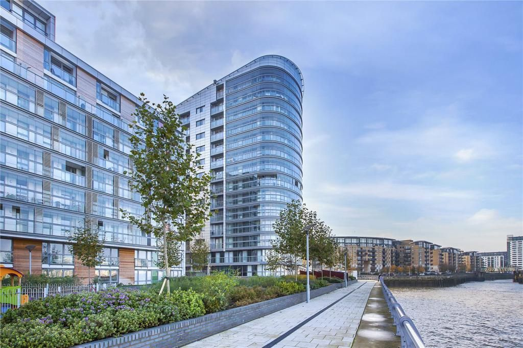 2 bed flat to rent in Admiral Tower, New Capital Quay, SE10