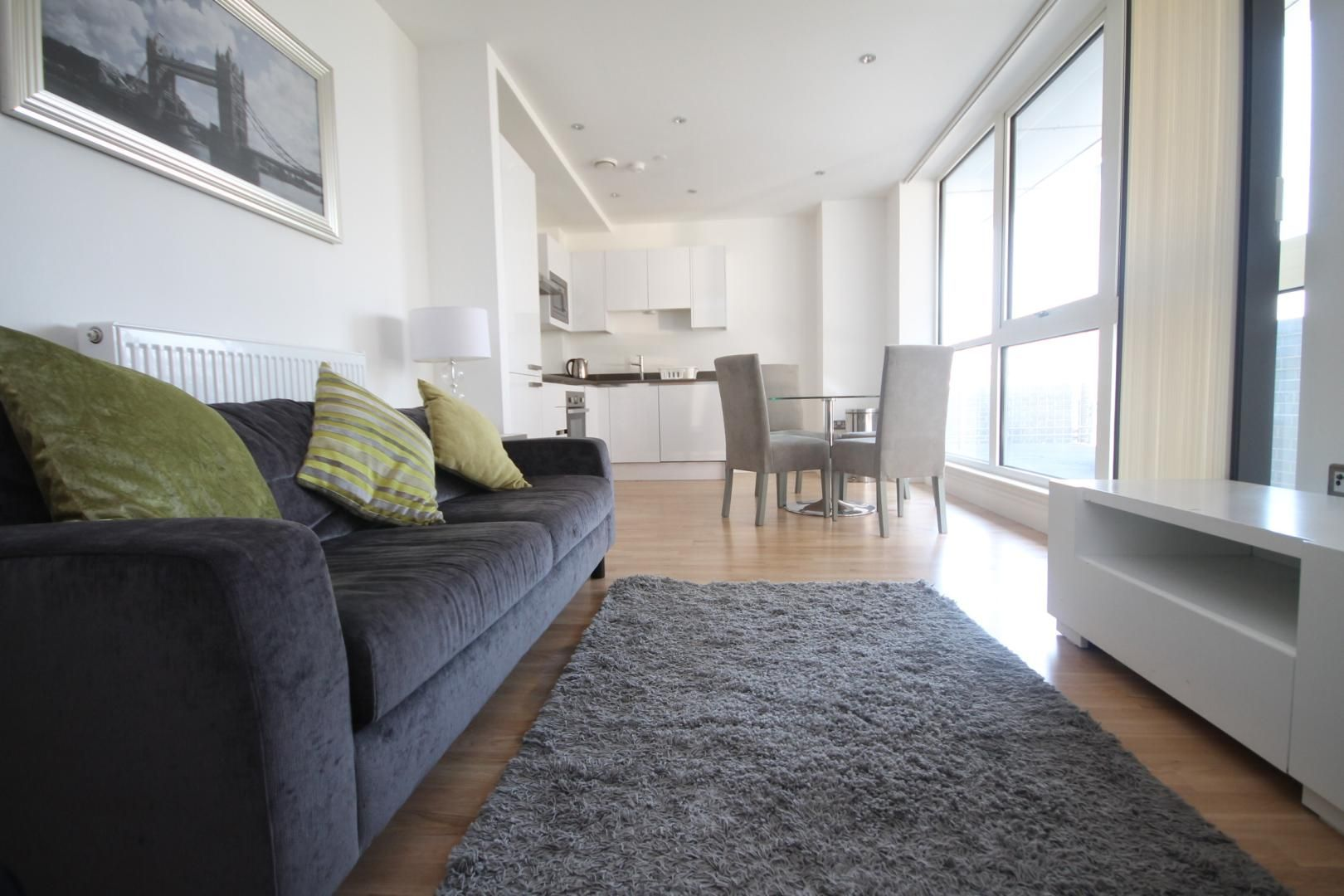 2 bed flat to rent in Admiral Tower, New Capital Quay  - Property Image 3