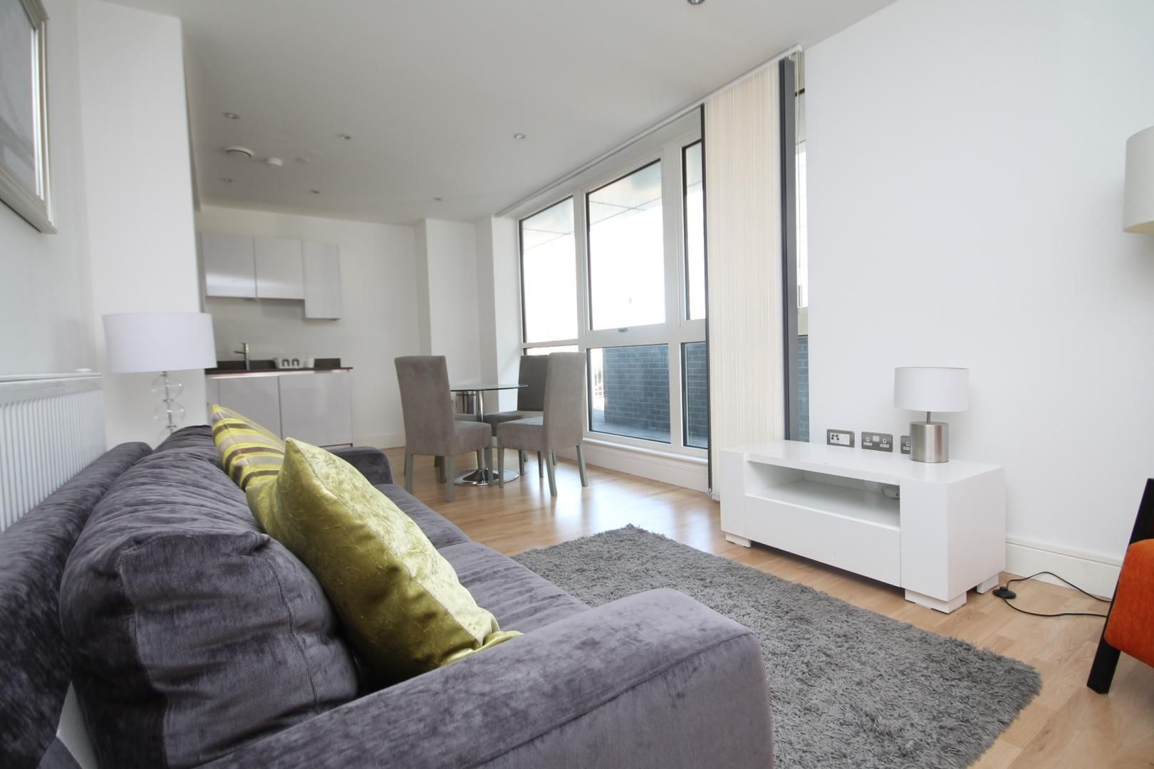 2 bed flat to rent in Admiral Tower, New Capital Quay  - Property Image 4