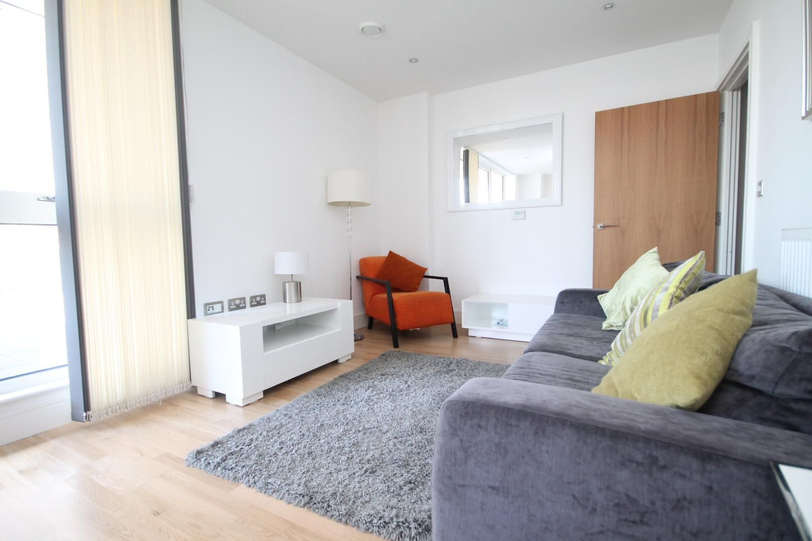 2 bed flat to rent in Admiral Tower, New Capital Quay  - Property Image 5