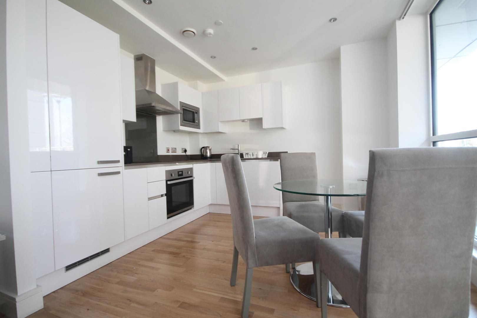 2 bed flat to rent in Admiral Tower, New Capital Quay  - Property Image 6