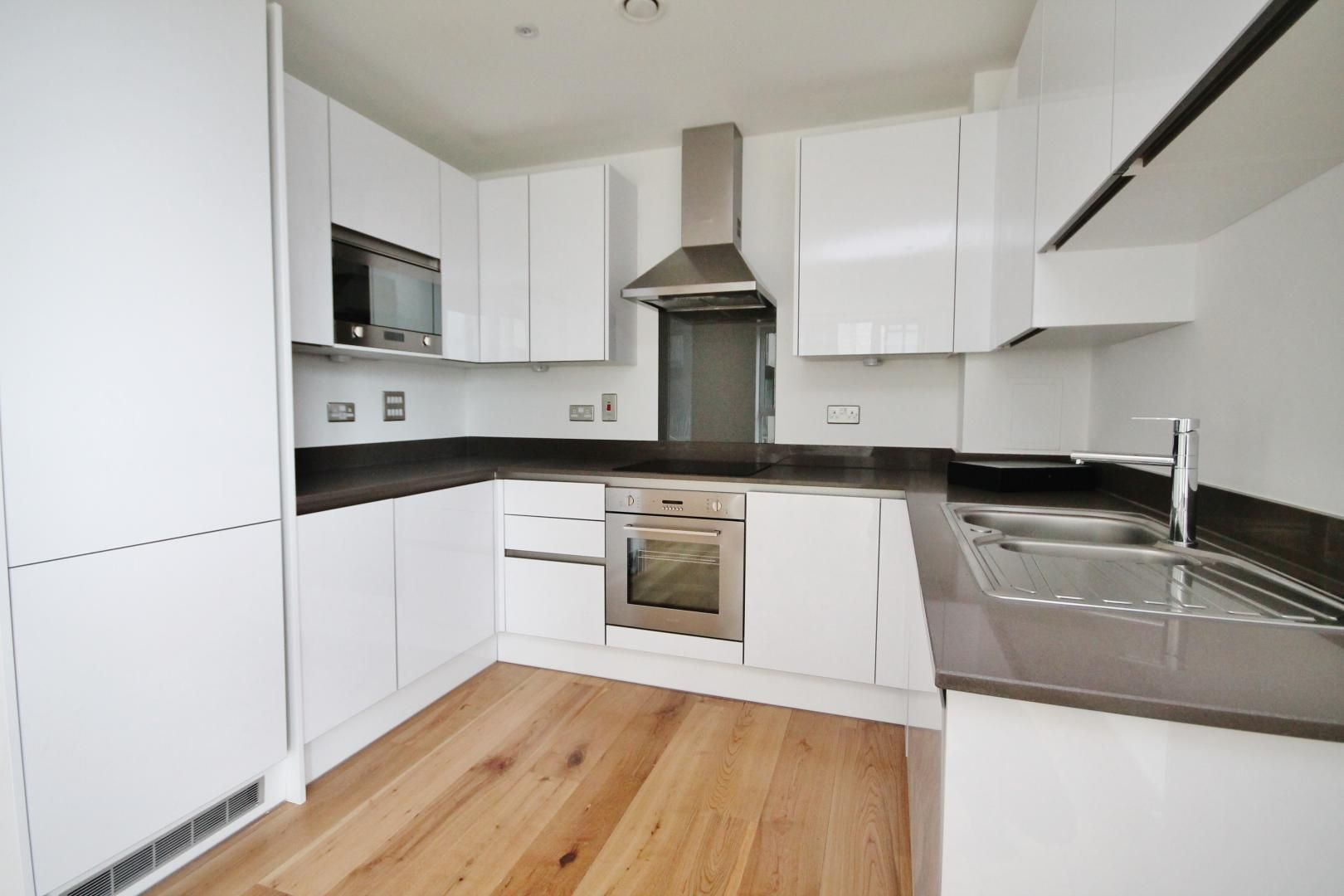 1 bed  for sale in Centurion Tower  - Property Image 2