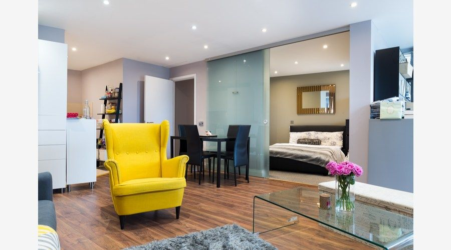 2 bed flat to rent in Lumina Building - Property Image 1